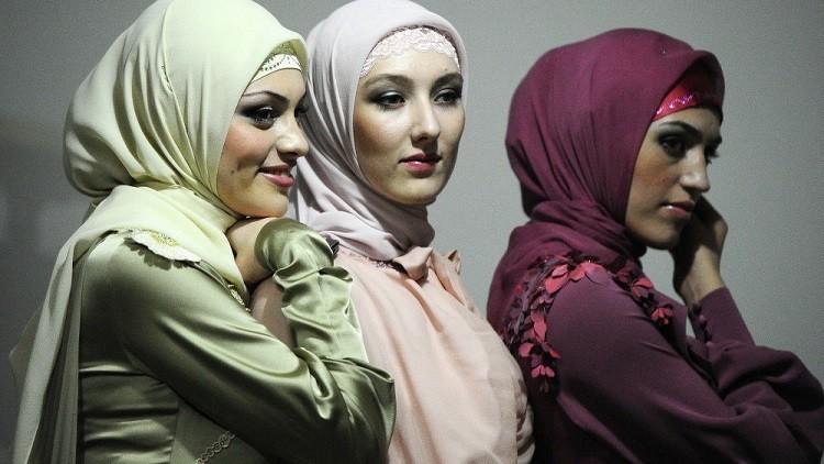 تصاميم إسلامية بتوقيع عائشة قادروف (فيديو)