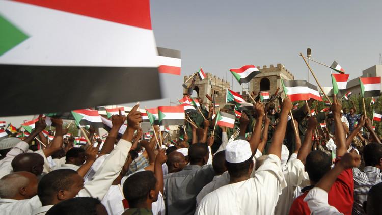 الخرطوم تدعو القاهرة للتفاوض حول حلايب وشلاتين