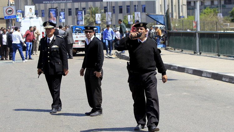 شرطي مصري يقتل بائعا بسبب كوب شاي