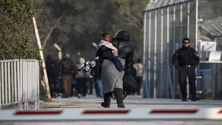 اليونان تفتح أبواب مخيمات اللاجئين
