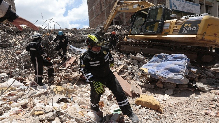 النيابة الإكوادورية: عدد ضحايا الزلزال بلغ 525