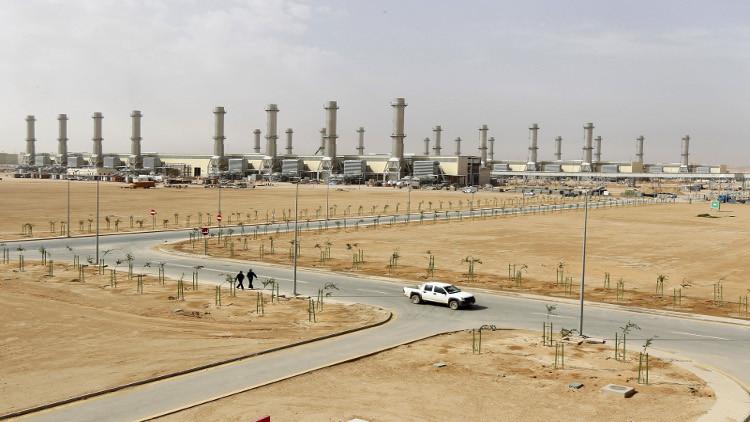 الملك سلمان يعفي وزير المياه والكهرباء من منصبه