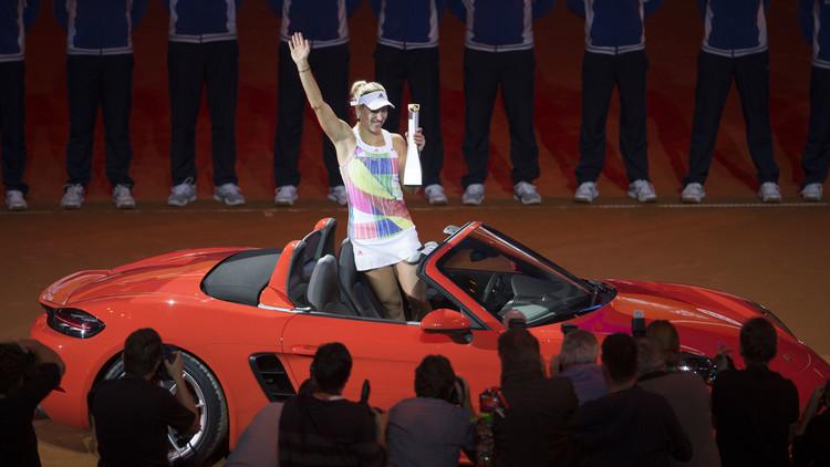 أنجليك كيربر ملكة لشتوتغارت .. (فيديو)