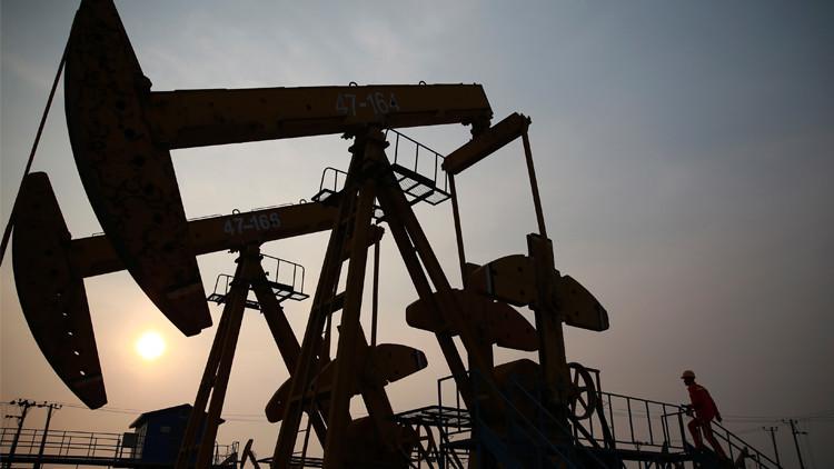 السماسرة يدفعون أسعار النفط إلى  الهبوط
