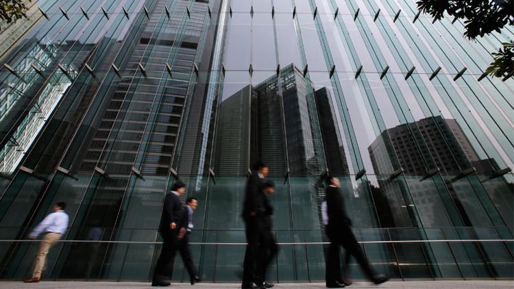 اليابان تفكر في جلب عمال أجانب