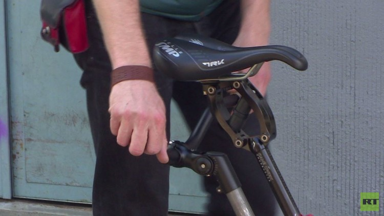 ابتكار دراجة هوائية غريبة الشكل