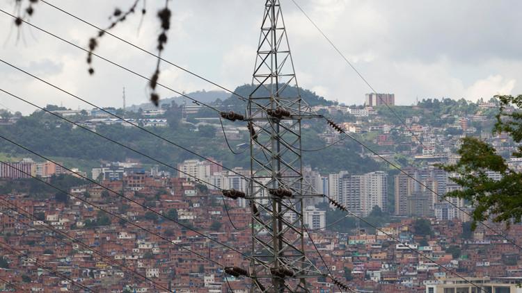 فنزويلا تدفع أجور عمالها وهم في منازلهم