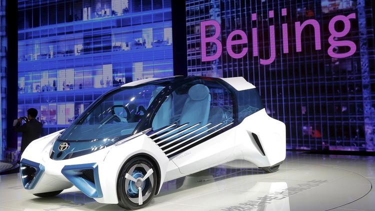 سيارة اختبارية عاملة بالهيدروجين لشركة تويوتا