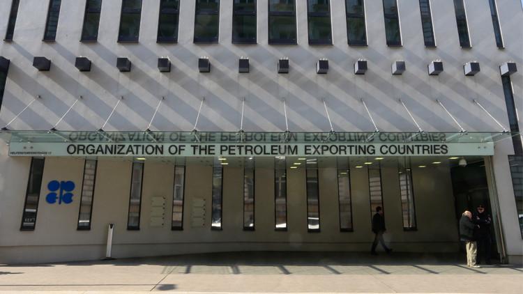 روسيا ترى آفاقا ممكنة لاتفاق تجميد النفط
