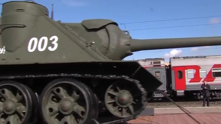 متحف متحرك يحمل علم النصر عبر الأراضي الروسية (فيديو)