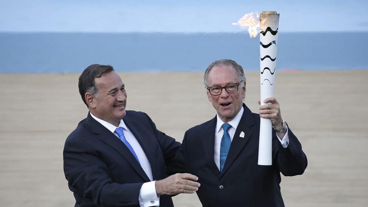 البرازيل تتسلم شعلة أولمبياد ريو  2016 من اليونان (فيديو)