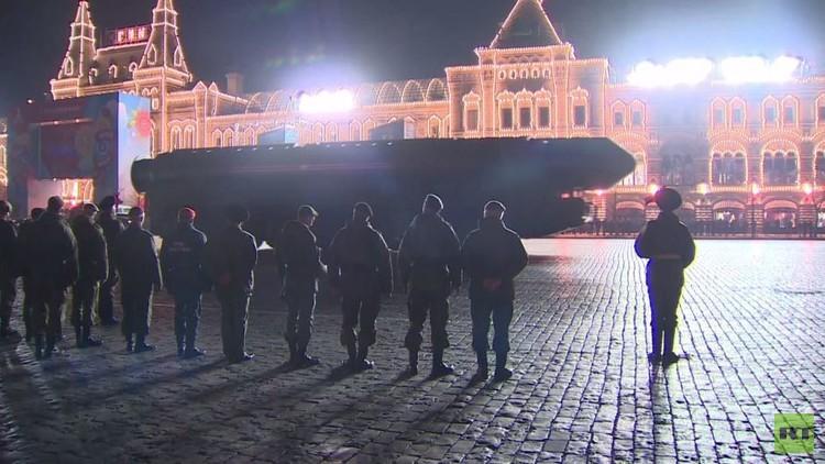 بروفات ليلية للعرض العسكري في موسكو