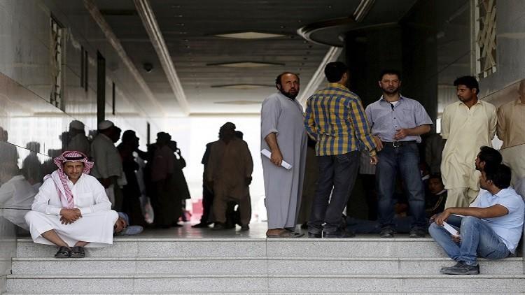 50 ألف عامل في السعودية يحتجون على إنهاء عقودهم