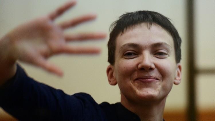 سافتشينكو تعد وثائق نقلها إلى أوكرانيا