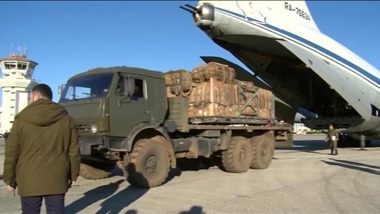 طائرة مساعدات روسية تصل مطار دمشق