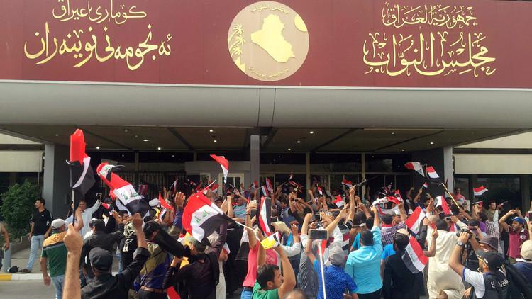 إخلاء البرلمان العراقي ودعوات للتهدئة