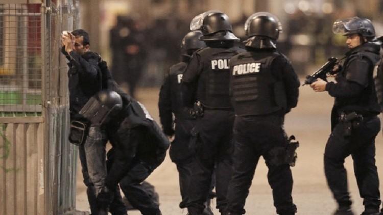 العثور على شريحة داخل زنزانة معتقل في باريس!