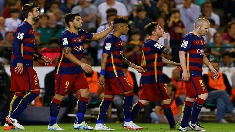 برشلونة يحافظ على الصدارة بفوزه على ريال بيتيس (فيديو)