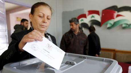 وتحدث مسؤولون سوريون عن تسجيل نسبة حضور مرتفعة جدا منذ ان فتحت مراكز الاقتراع أبوابها للمقترعين.