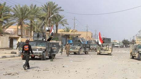 القوات العراقية وسط مدينة هيت
