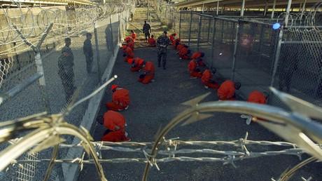 معتقل غوانتانامو.. صورة من العام 2002