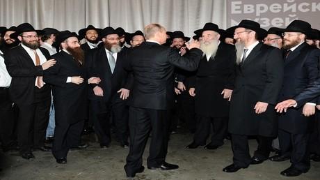 الرئيس الروسي فلاديمير بوتين يتحدث في احتفال بمناسبة تسليم مكتبة