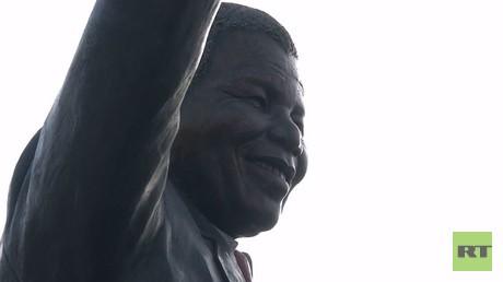 تمثال مانديلا في الأراضي الفلسطينية