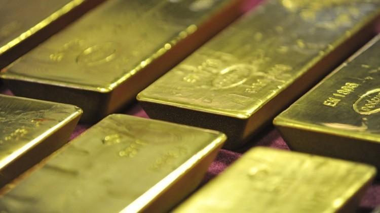 ضعف الدولار يدفع الذهب نحو 1300 دولار للأوقية