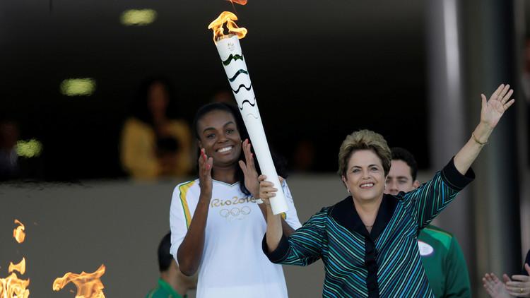 رئيسة البرازيل توقد شعلة أولمبياد
