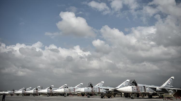 استعراض عسكري في قاعدة حميميم بمناسبة عيد النصر