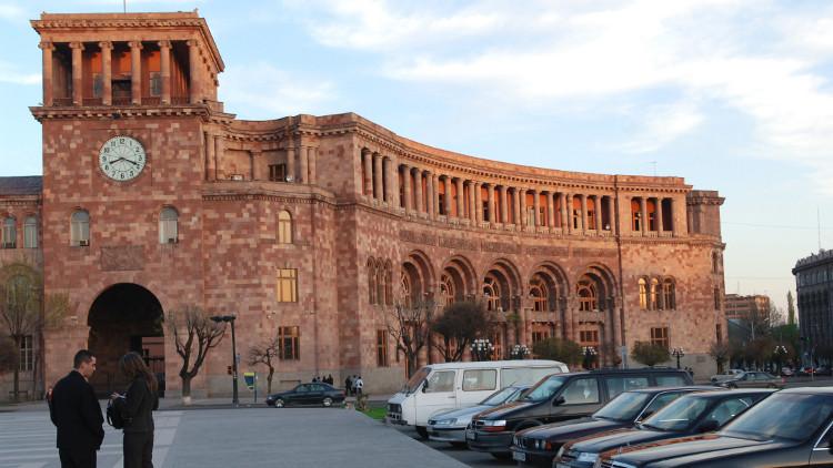 أرمينيا تهدد بالاعتراف باستقلال قره باغ