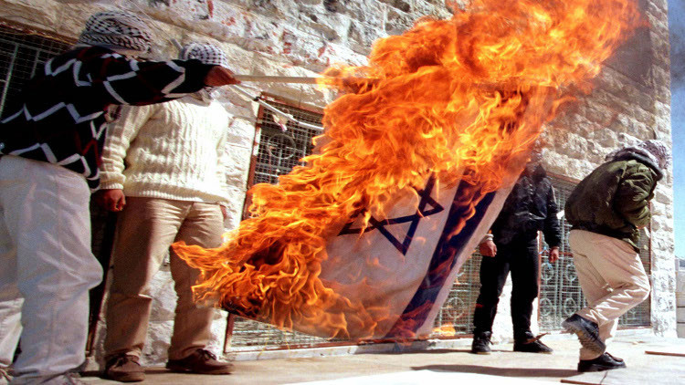 إحراق علم إسرائيل في كييف