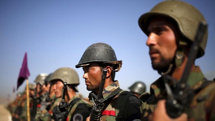 الناتو يتولى مهمة شراء الأحذية للجيش الأفغاني!