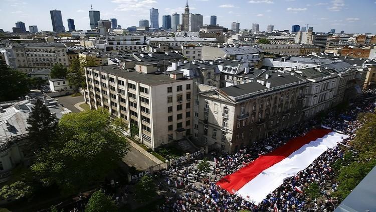 آلاف المتظاهرين ضد الحكومة البولندية في وارسو