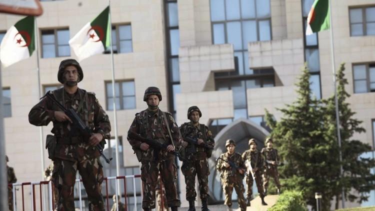 الجيش الجزائري يعثر على مخبأ ضخم للأسلحة