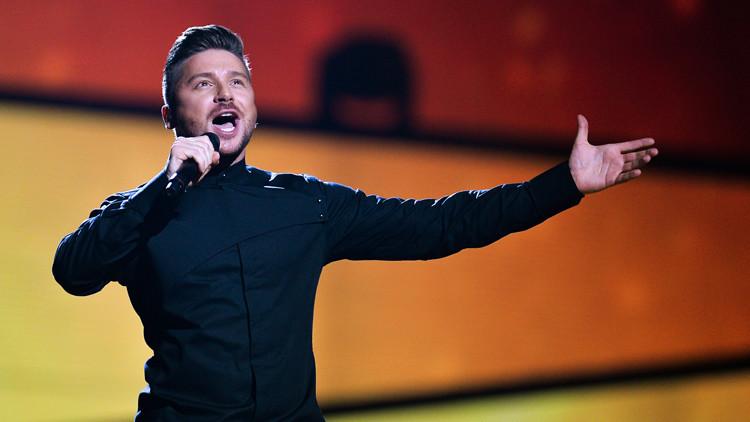مغني روسي يتأهل إلى نهائي
