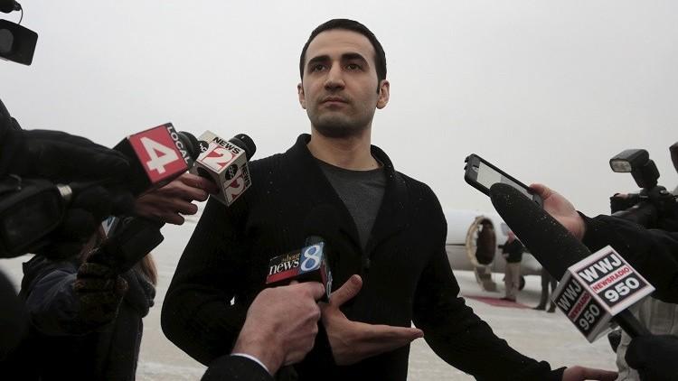 أمريكي أفرجت عنه إيران يلاحقها قضائيا