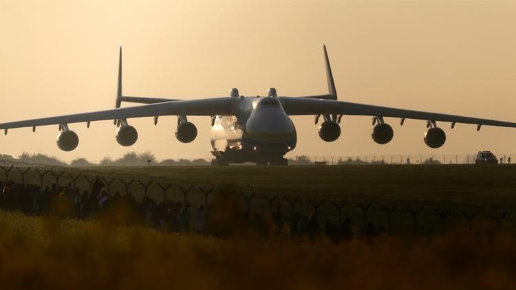 هبوط أكبر طائرة في العالم في الهند