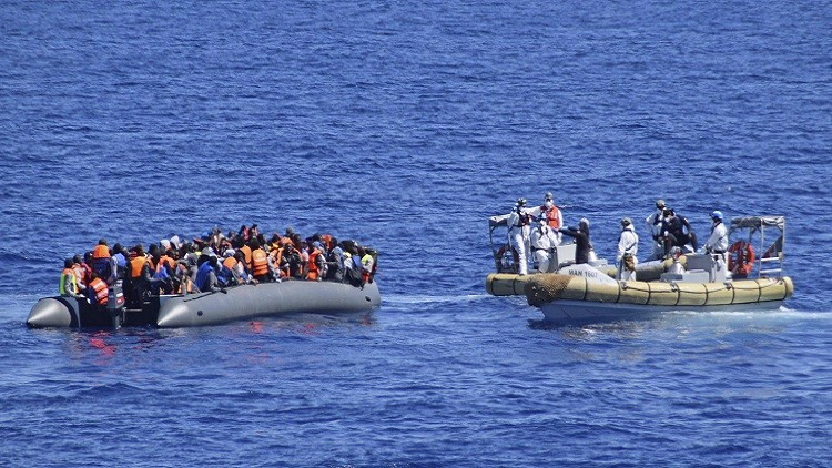 خفر سواحل إيطاليا ينقذ 900 لاجئ معظمهم سوريون