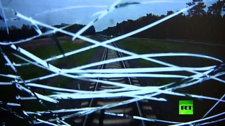 سائق قطار بولندي يخاطر بحياته لإنقاذ الركاب