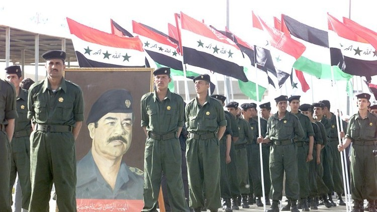 العلم العراقي وعلم البعث إبان حكم صدام حسين
