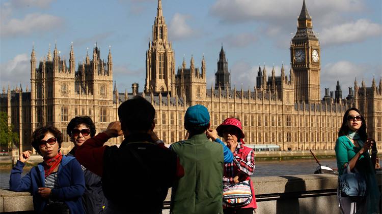 بريطانيا تلوح بترحيل 3 ملايين مواطن أوروبي