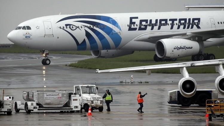 بالصور والفيديو.. العثور على حطام يفترض أنه يعود للطائرة المصرية