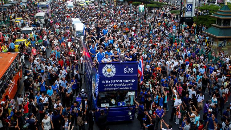 بطل إنجلترا يزور القصر الملكي في تايلاند- فيديو