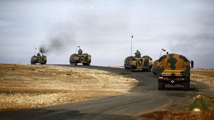 جيش تركيا يعزز مواقعه على حدود سوريا