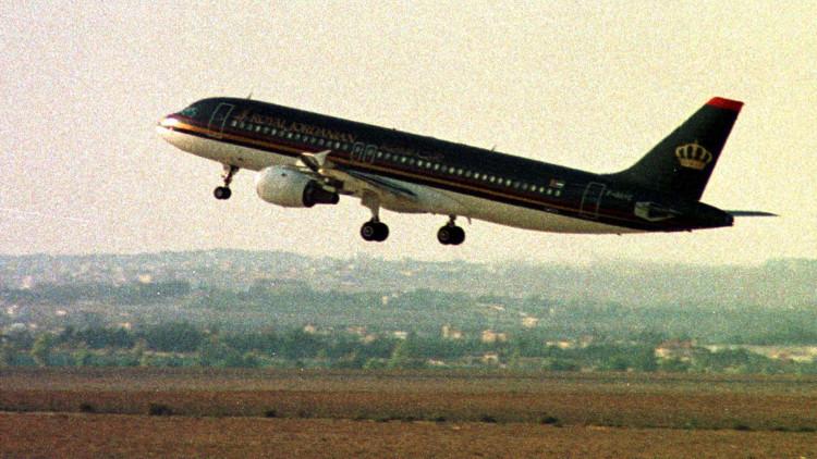 خلل فني يجبر طائرة ركاب أردنية على الهبوط عقب إقلاعها