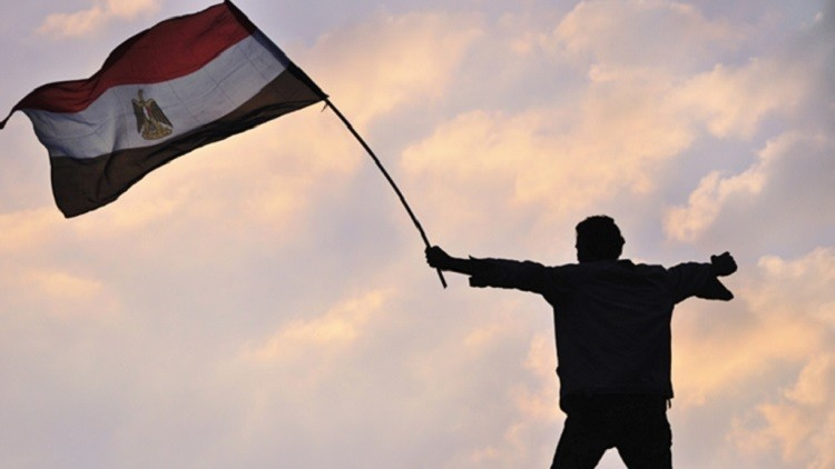 المصريون يتكاتفون ويغردون: #سأسافر_مع_مصر_للطيران