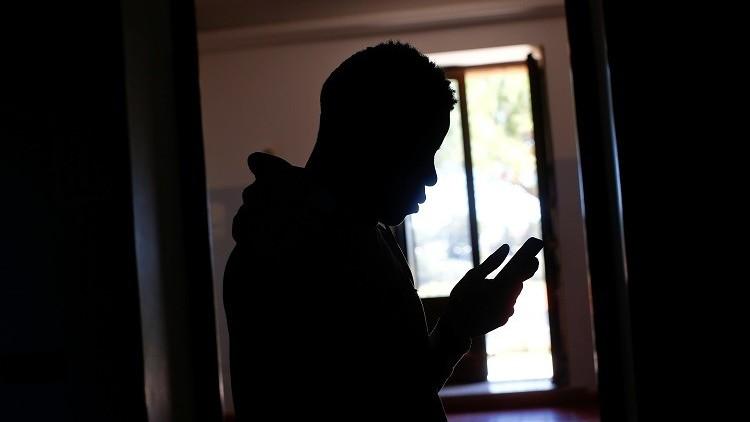 دخول المواقع المشبوهة عن طريق الهاتف قد يكون فخا