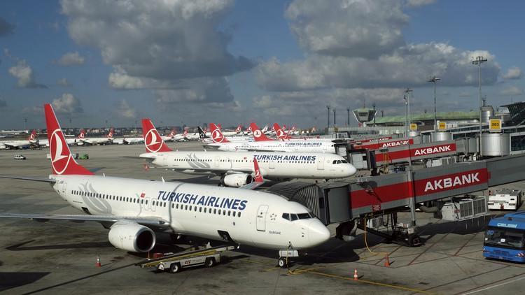 تفتيش طائرة تركية في مطار أتاتورك للاشتباه بوجود قنبلة على متنها