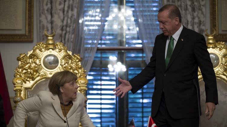 أردوغان وميركل يتفقان على مواصلة المفاوضات حول إلغاء التأشيرات بين أنقرة وبروكسل